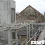 ZOO Park Vyškov - příprava ocelové konstrukce pro zavěšení krovu a pokládky podlahové palubky